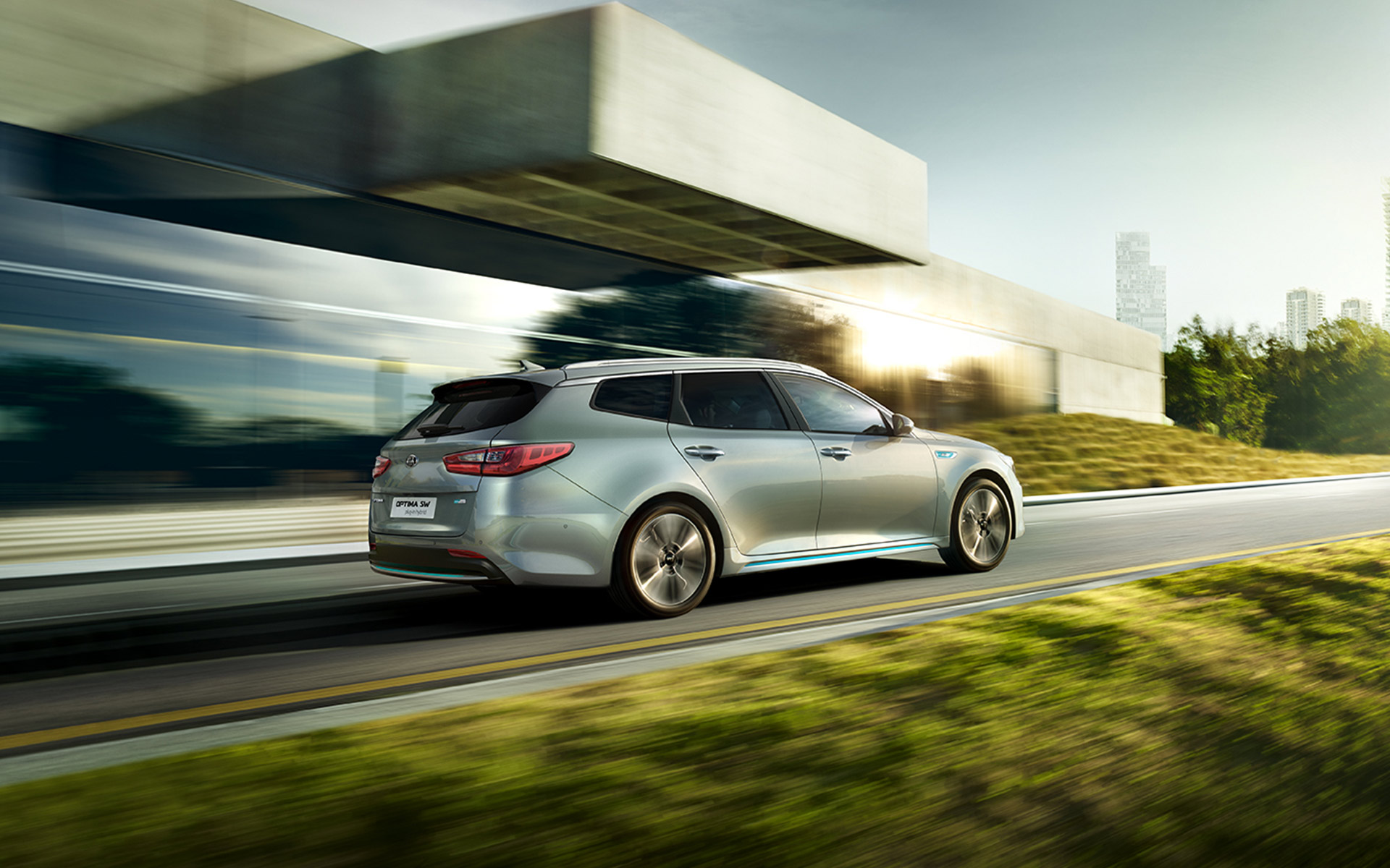 Kia Optima Sportswagon Plug-in Hybrid driving