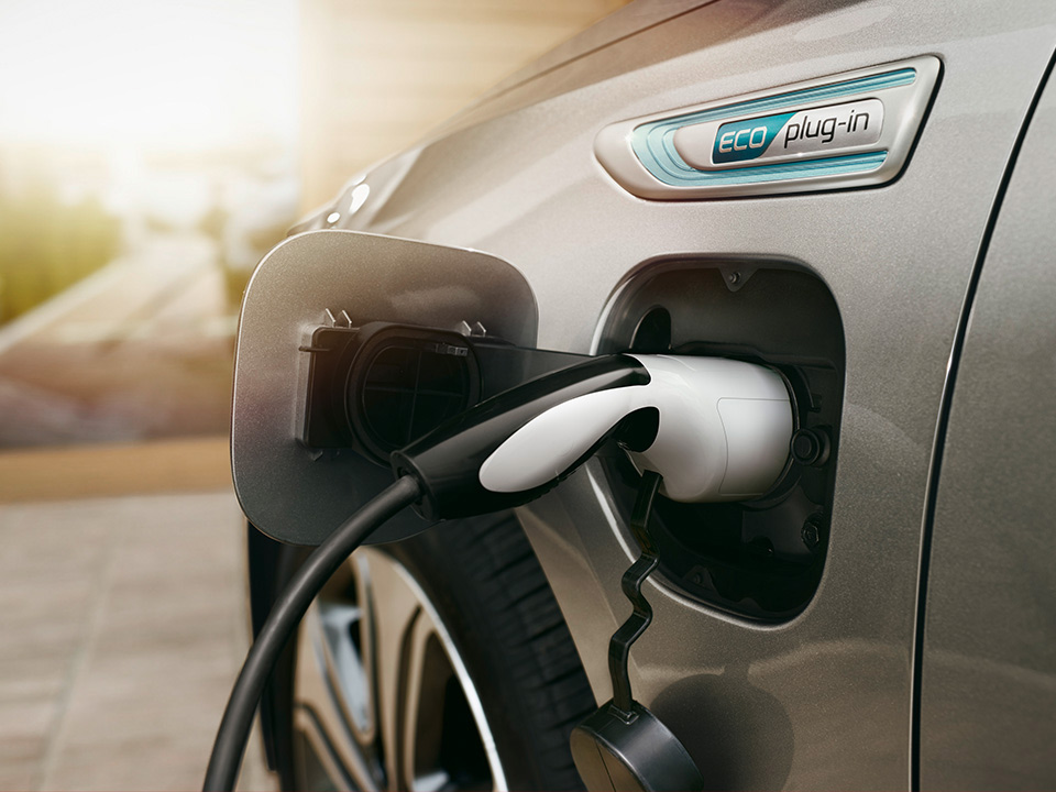 Kia Optima Sportswagon Plug-in Hybrid charging